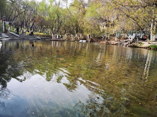 凭栏回望水磨河 河水悠然沐谷雨