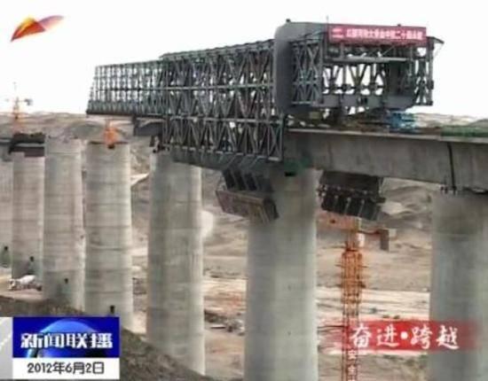 新疆铁路建设 致富开发开放大通道二