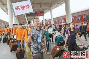 今年暑运首趟内高(初)班学生列车10日抵乌