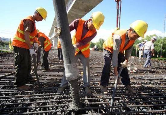 新建铁路哈密货车南环线工程主体贯通,图二