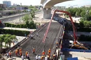 新建铁路哈密货车南环线工程主体贯通