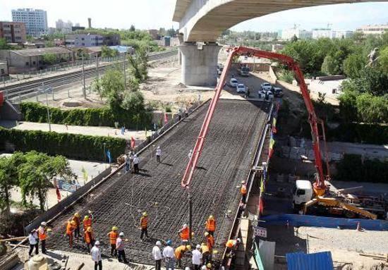 新建铁路哈密货车南环线工程主体贯通,图一