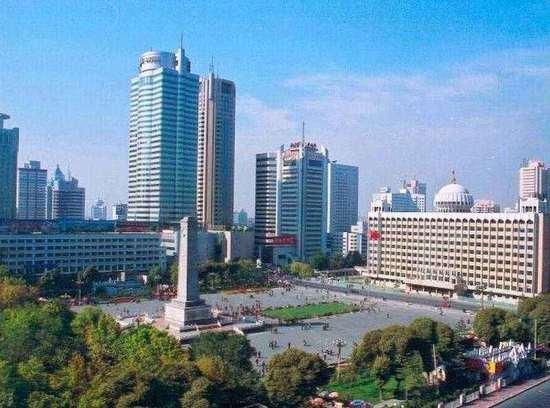 新疆乌鲁木齐人民广场,图一