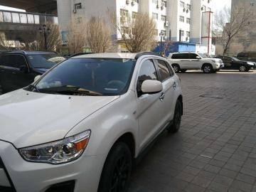 5座三菱劲炫SUV