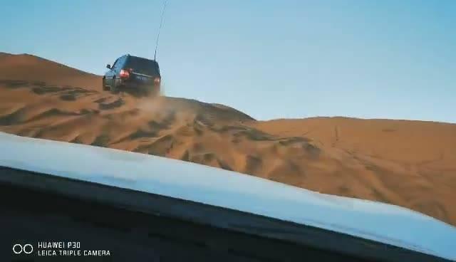库姆塔格沙漠玩沙子视频