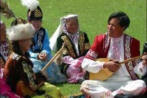 哈萨克族民俗文化——阿肯弹唱